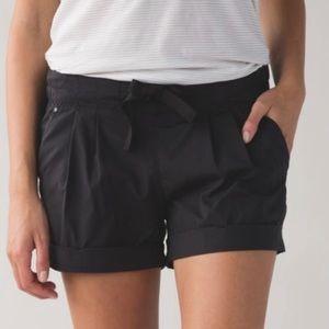 Lululemon Spring Break Away Shorts Size 6